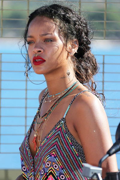 Rihanna_septum_fake_5.jpg