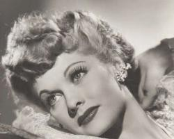 Звезда 50х годов Люсиль Болл в серьгах каффах