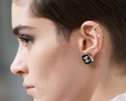 Модные серьги каффы 2021: Chanel, Prada, Valentino, Hermes, Givenchy
